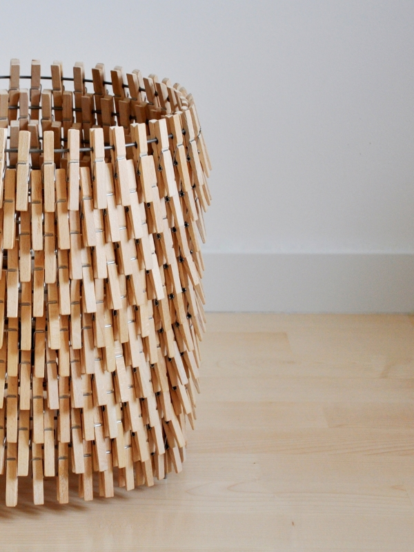 Floor lamp made with wooden clips - Crea-re.com